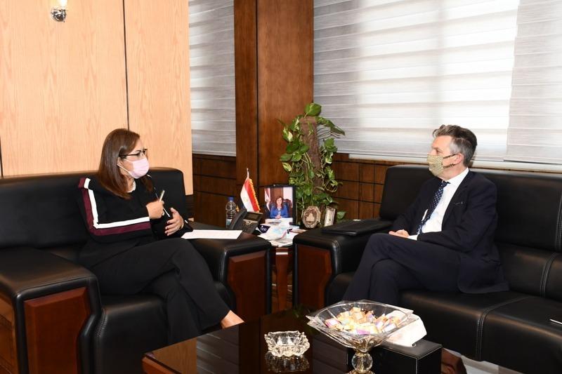 وزيرة التخطيط والسفير البريطاني بمصر يناقشان إيجاد وسائل للتعافي الأخضر
