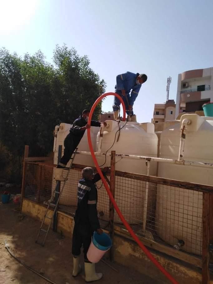 حملات مجانيةلتطهير خزانات المدارس استعدادا للعام الدراسي الجديد في البحر الأحمر