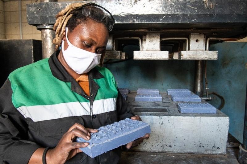 Kenyan entrepreneur develops machine turning plastic waste into paving stones
