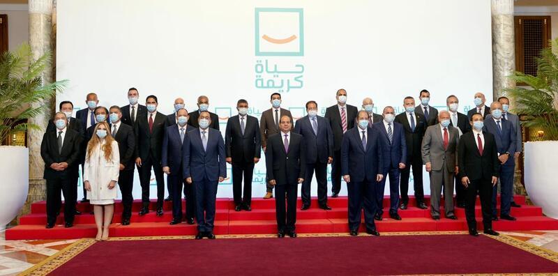 بالصور.. الرئيس السيسي يتلقي برجال الأعمال المشاركين في «حياة كريمة» قبل انطلاق المؤتمر