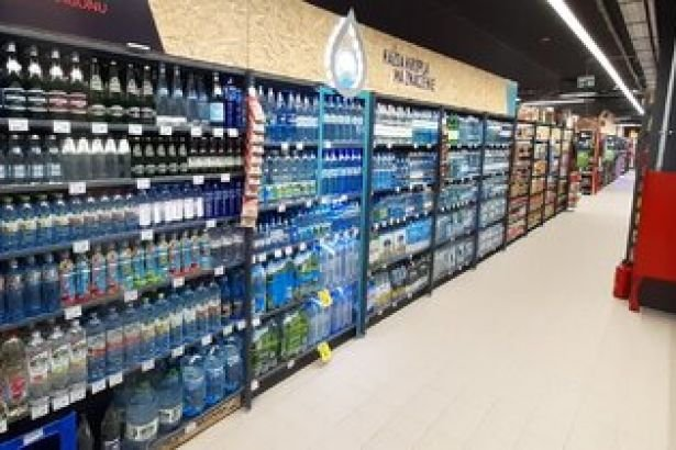 Carrefour Poland introduces water in returnable glass bottles